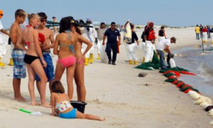 oil-spill-balls-tar-alabama-beach